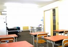 多様な机配置ができる教室